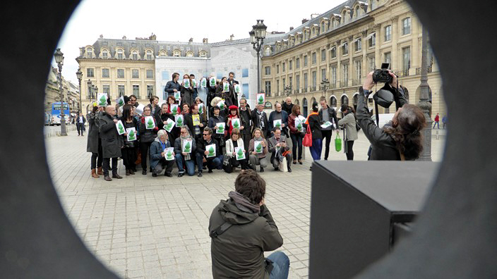 paul mccarthy, aica france, association, critiques art, flash mob, paris, orlan, butt plug